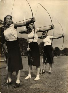 Have you ever seen women playing archery? Especially beautiful girls in many years ago? Here we go...