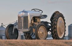 Early in 1939, as Ford and Ferguson rolled out the first 9N tractors