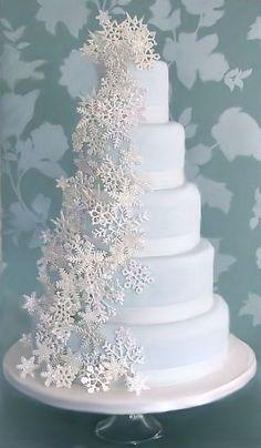37 Romantic Winter Wedding Cake Ideas with Snowflakes - Weddings - Winter Wonderland - Wedding Cakes Beautiful Wedding Cakes, Gorgeous Cakes, Pretty Cakes, Amazing Cakes, Christmas Wedding Cakes, Christmas Cake Decorations, Wedding Decorations, Holiday Cakes, Winter Wedding Cakes