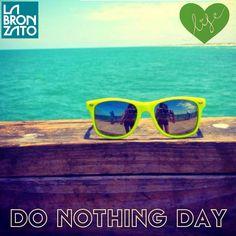 domingo é assim! #semhora #sempressa #relaxing #donothing #takeyourtime #funday #sunglasses #summertime #sunday ☀️✌️ #vemchegandooverao #aquieveraooanotodo  #labronzato #modapraia #multimarcas #beachwear ⛵️ #ferias #fimdesemana #praia #piscina #clube #araguaia #summertime #goiania #goias #brasil ➡️ follow: @labronzato