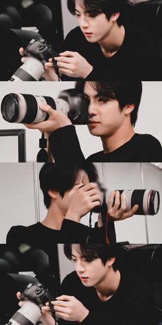 Kim seokjinn as a photographer really get on my nervee Bts Jin, Kookie Bts, Bts Taehyung, Bts Bangtan Boy, Seokjin, Foto Bts, Namjin, K Pop, Banda Kpop