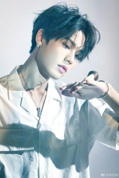 Lin yanjun looks so nice! Chinese Babies, Chinese Boy, Super Junior, Cold Jokes, Korean Boys Ulzzang, Reality Shows, Look At The Moon, Bullet Journal Aesthetic, Justin Huang