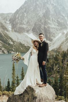 How's this for a winter mountain elopement? 🏔🧡 Photo by Peyton Curry Elope Wedding, Wedding Pictures, Boho Wedding, Dream Wedding, Rustic Wedding, Paris Wedding, Elopement Wedding, Wedding Beach, Wedding Couples