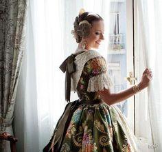 Espolin fallera mayor carmen sancho verde oliva Poses, Lace, Skirts, Fabric, Valencia Spain, Performing Arts, Clothes, Beautiful, 18th Century