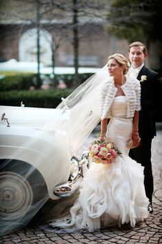 Love this shot by Alison Conklin! Penn Museum bride with Beautiful Blooms bouquet