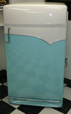 GE 1950s Refrigerator..Had one of these but it was red and white...it still worked up until 2007!! Yes, 2007!! Was worth the money that was for sure...that's when appliances was build well and lasted for the value!!