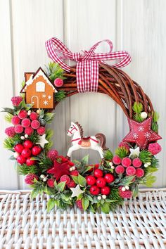 Elegant Wreaths Christmas Decorations IdeasnThe Most Adorable Christmas Wreaths Similar ideas , Fresh Christmas Wreaths inspiration to decorate your home Christmas Tree With Gifts, Christmas Porch, Elegant Christmas, Christmas Love, Holiday Wreaths, Holiday Crafts, Holiday Decor, New Years Decorations, Christmas Decorations