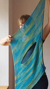 Ravelry: Lelly pattern by Martina Behm. Length (diagonal) 123 cm in), Depth 58 cm in) Knitted Poncho, Knitted Shawls, Crochet Quilt, Knit Crochet, Lace Patterns, Knitting Patterns, Mode Cool, Knitting Accessories, Ravelry