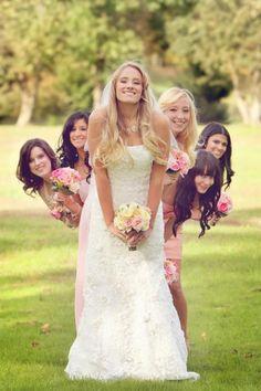 photo- originale: mariée et demoiselles d'honneur en forme d'éventail