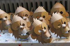Masque de singe, non peint Cardboard Costume, Cardboard Mask, Cardboard Sculpture, Cardboard Paper, Cardboard Crafts, Diy For Kids, Crafts For Kids, Monkey Mask, Video Game Costumes
