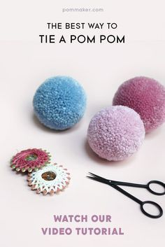 The best way to tie a pom-pom - 3 tied loops of tight waxed thread!The BEST way to tie a pom pom / Pom Maker craft tutorial / tips for making perfect dense pom pomsperfect pompoms from now on.Anti Slip For Carpet Runners Info: color Diy And Crafts Sewing, Diy Crafts, Creative Crafts, Sewing Tips, Sewing Hacks, Pom Pom Tutorial, Tutu Tutorial, Pom Pom Animals, Pom Pom Rug