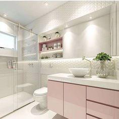 Quando o amor é a primeira vista banheiro rosa, quem não ama? House, Trendy Bathroom, House Interior, Bathroom Interior, Modern Bathroom, Luxury Interior, Bathrooms Remodel, Bathroom Decor, Modern Bathroom Tile
