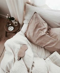 With this easy bedroom decorating ideas you'll feel like you're right about all your home interior design! Hygge, Dream Bedroom, Home Bedroom, Bedroom Decor, Bedrooms, Dream Rooms, My New Room, My Room, Relax