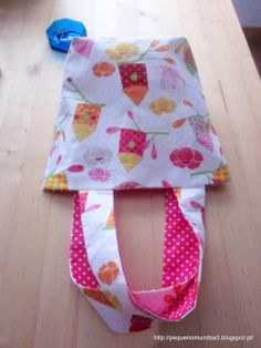 http://pequenomundoa3.blogspot.pt/ - reversible tote bag