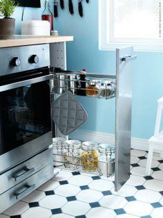 Grunden i METOD är ett modulsystem som gör det enkelt att skapa personliga och flexibla kök som passar överallt. Komplettera med UTRUSTA utdragbar köksskåpsinredning.