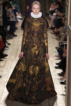 The complete Valentino Fall 2016 Couture fashion show now on Vogue Runway. Haute Couture Paris, Haute Couture Style, Valentino Couture, Couture Mode, Couture Week, Couture Fashion, Runway Fashion, High Fashion, Fashion Show