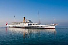 Transfert du M/S Helvétie du chantier CGN à son nouvel emplacement en face du musée olympique (musée éphémère dès le 6.4.12) Classic Wooden Boats, Paddle Boat, Water Crafts, Steamer, Switzerland, Sailing, Ship, Free, Travel