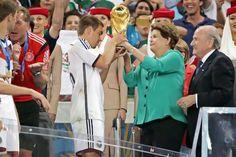 Dilma é alvo de vaias e ofensas durante entrega da taça no Maracanã | #Alemanha, #Copa, #Copa2014, #CopaDoMundo, #DilmaRousseff, #FIFA, #JosephBlatter, #Maracanã, #PhilippLahm, #VitorVieira