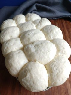 You only need 9 simple ingredients to create the most fluffy, buttery, tender, flaky on top, so easy and the best homemade dinner rolls! Fluffy Dinner Rolls, Homemade Dinner Rolls, Dinner Rolls Recipe, Biscuits, Bread, Baking, Easy, Recipes, Food