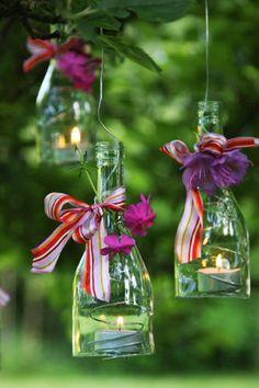 gartentisch h ngende dekoration aus flaschen beleuchtung selbermachen garten pinterest. Black Bedroom Furniture Sets. Home Design Ideas