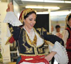 Κρήτη Η Μεγάλη Συνάντηση Greek Costumes, Folk Dance, Traditional Clothes, People Of The World, Man Photo, Crete, World Cultures, Ukraine, Georgia