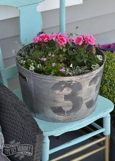Decorare il portico con una bella fioriera fai da te! 24 idee per ispirarvi... Decorare il portico con una bella fioriera. La Primavera è alle porte e questo ci da voglia di cominciare a pensare alla decorazione esterna. Oggi abbiamo selezionato per Voi...