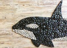 Ceramic Mosaic Tile, Pebble Mosaic, Stone Mosaic, Pebble Art, Fun Diy Projects For Home, Backyard Projects, Mosaic Rocks, Whale Art, Stone Crafts