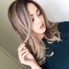 """Since a lot of people have asked what colour my hair is! It's an ash blonde high balayage with a dark brown base  I've been getting my hair done…"""