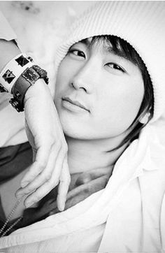 Song Seung Hun, my ultimate bias. I would marry him in a heart beat. The most handsome guy alive!