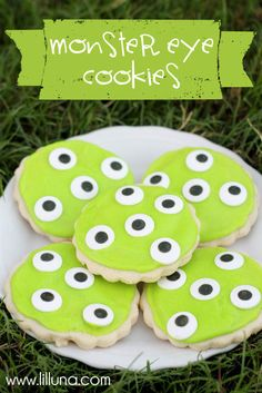 Monster Eye Cookies - so easy and cute!!! #cookies #halloween