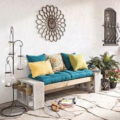 Decorar reciclando es posible, y lo cierto es que nos encanta. Personaliza tus muebles usando bloques de cemento. Es posible hacer un sinfín de cosas con ellos, y los resultados son más que interesantes.