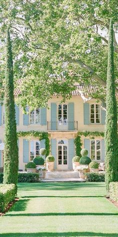 Country Farmhouse Exterior, French Exterior, French Country Farmhouse, French Provincial Home, Cottage Style Homes, Design Your Dream House, Home Landscaping, Dream House Exterior, Facade House