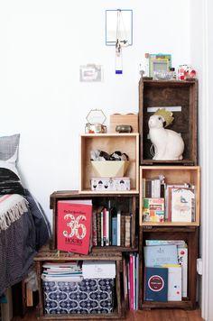 Caissons de bois, neufs Ikea, et cartons de bouteilles de vin vintage - Home tour Noémie Cédille #home #deco