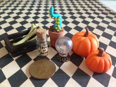 A few spooky accessories to add to a haunted dolls house or to dress a dolls house up for halloween Haunted Dollhouse, Haunted Dolls, Dollhouse Miniatures, Dollhouse Ideas, Halloween Miniatures, House Made, Miniature Dolls, Witches, Home Accessories