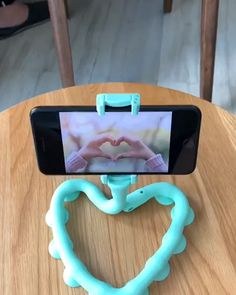 Compatible with the vast majority of smartphones, this bendable tentacle phone holder features Cool Gadgets To Buy, Gadgets And Gizmos, Tech Gadgets, Cthulhu, Objet Wtf, Support Telephone, Accessoires Iphone, Ideias Diy, Cool Technology