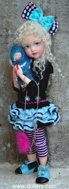 L'ART DES POUPÉES Les poupées de Lorella Falconi sont sculptées avec amour et attention dans les moindres détails. Ces poupées sont créées en édition limitée ou en exemplaire unique. Lorella conçoit tous les aspects de ses poupées, des sculptures originales...