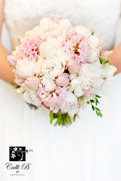 love the soft pinks and whites #roses #peonie #bouquet #flowers #wedding