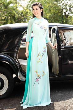 Vietnamese Traditional Dress, Vietnamese Dress, Traditional Dresses, Long Dress Fashion, Kimono Fashion, Ao Dai, Oriental Fashion, Asian Fashion, Beautiful Long Dresses