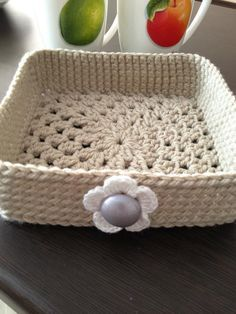 """""""This would be great for a shelf or bedside table...like the """"handle""""! or casserole cover"""" #crochet"""
