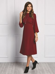 Majorie Empire Line Dress. sleek and sophisticated long-sleeved empire dress made in a fluid crepe. Burgundy wine is a great colour for autumn/winter and a longer length and slender line makes this a flattering… Tunic Dress Patterns, Dress Making Patterns, Vintage Dress Patterns, Dresses For Teens, Trendy Dresses, Tight Dresses, Elegant Dresses, Skirt Pattern Free, Free Pattern