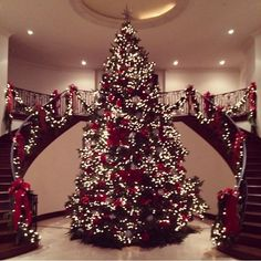 Kris Jenner gets into the Christmas spirit with bigger- than-life tree – Decorating Foyer Christmas Tree Tops, Beautiful Christmas Trees, Noel Christmas, Winter Christmas, Christmas Tree Decorations, Christmas Lights, Holiday Decor, Xmas Trees, Xmas Holidays