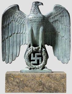 águila imperial de la Alemania nazi.