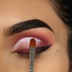 Sparkly Eye Makeup Tutorial - This would be your perfect Christmas party makeup ✨✨😍 - Sparkly Eye Makeup, Makeup Eye Looks, Eye Makeup Steps, Blue Eye Makeup, Smoke Eye Makeup, Natural Eye Makeup, Skin Makeup, Eyebrow Makeup, Hooded Eye Makeup Tutorial
