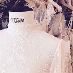 Los maniques vestidos con las nuevas colecciones de Immaclé en el Showroom de Canet de Mar en Barcelona