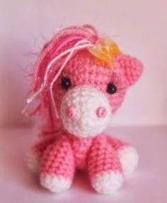 Patroon amigurumi Pony.  (gevonden op Pinterest)   Afkomstig van de blog: Knits wonders of Marina Chuchkalova.   http://kumutushka.blogspo...