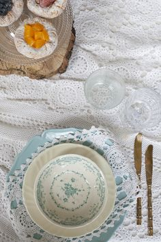 #vintage #crochet lace for this #countrychic setting by @violamalva