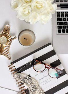 Escritorios con personalidad - http://decoracion2.com/escritorios-con-personalidad/59138/ #ChicDesk, #EscritoriosOriginales, #GirlyDesk, #HomeDesk #Espacios, #Oficina