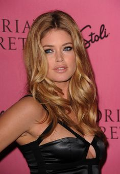 """Victoria's Secret Supermodel Doutzen Kroes arrives at the reveal of Victoria's Secret Supermodels celebration of 2010 5th Annual """"What Is Sexy?"""" List: Bombshell Edition at Drai's at the W Hollywood May 11, 2010 in Hollywood, California."""