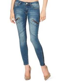 Who doesn't love sexy skinny leg jean?? And the Moto zipper skinny is one to have in your closet. It gives great shape to my figure and the added zippers in the front gives it originality. @justfabonline #justfabapparel