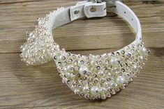 Fashion Pearl Rhinestone Crystal Necklace for Pet Cat Collar Dog Queen Luxury Collar Princess Pet Pearl Necklace Bow Tie - Tap the pin for the most adorable pawtastic fur baby apparel! You'll love the dog clothes and cat clothes! Pet Fashion, Animal Fashion, Crystal Necklace, Crystal Rhinestone, Diy Dog Collar, Dog Necklace, Collar Necklace, Dog Clothes Patterns, Cheap Necklaces